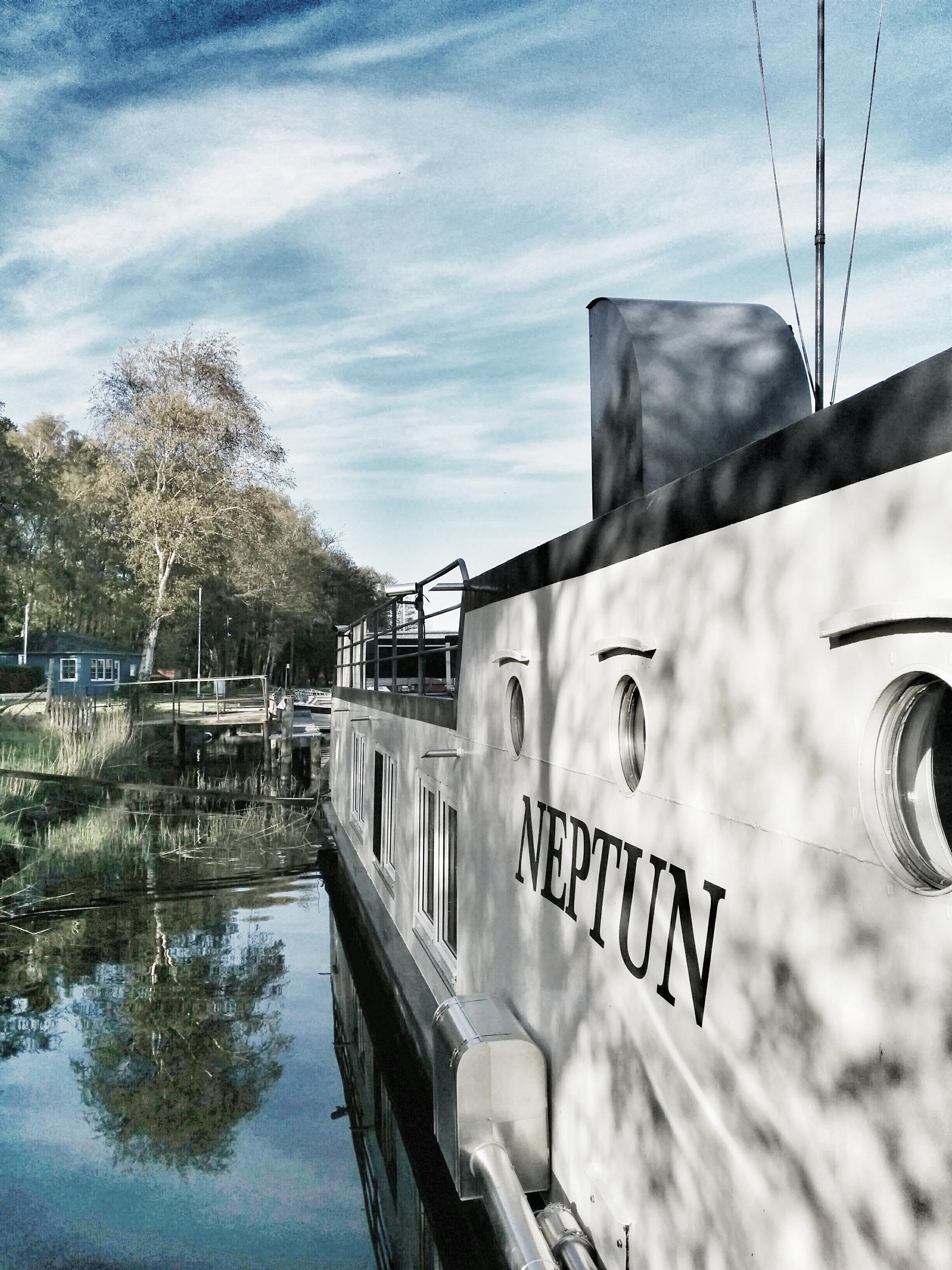 Wohnschiff Neptun an der Ostsee