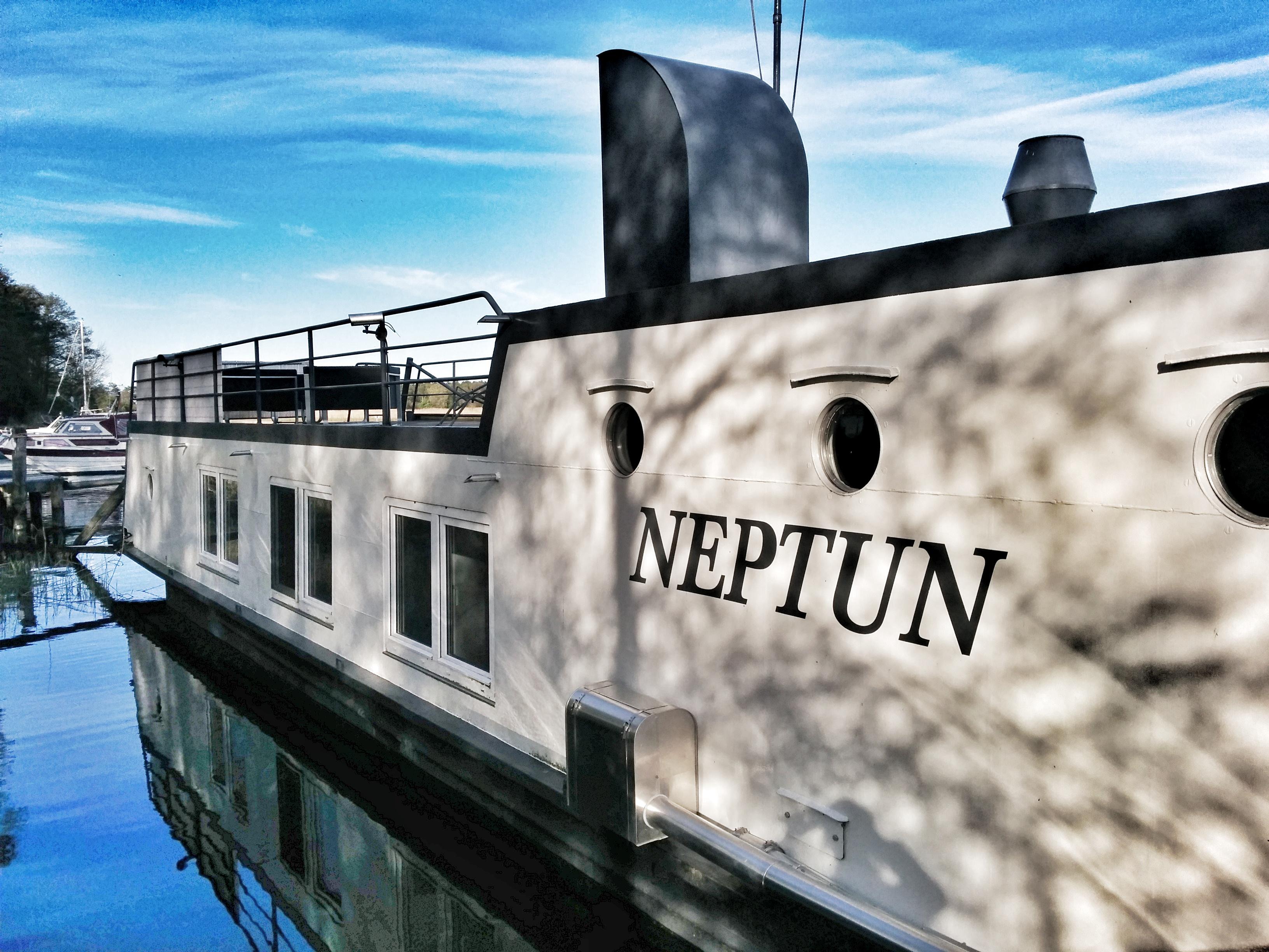 28_Wohnschiff Neptun-Prerow