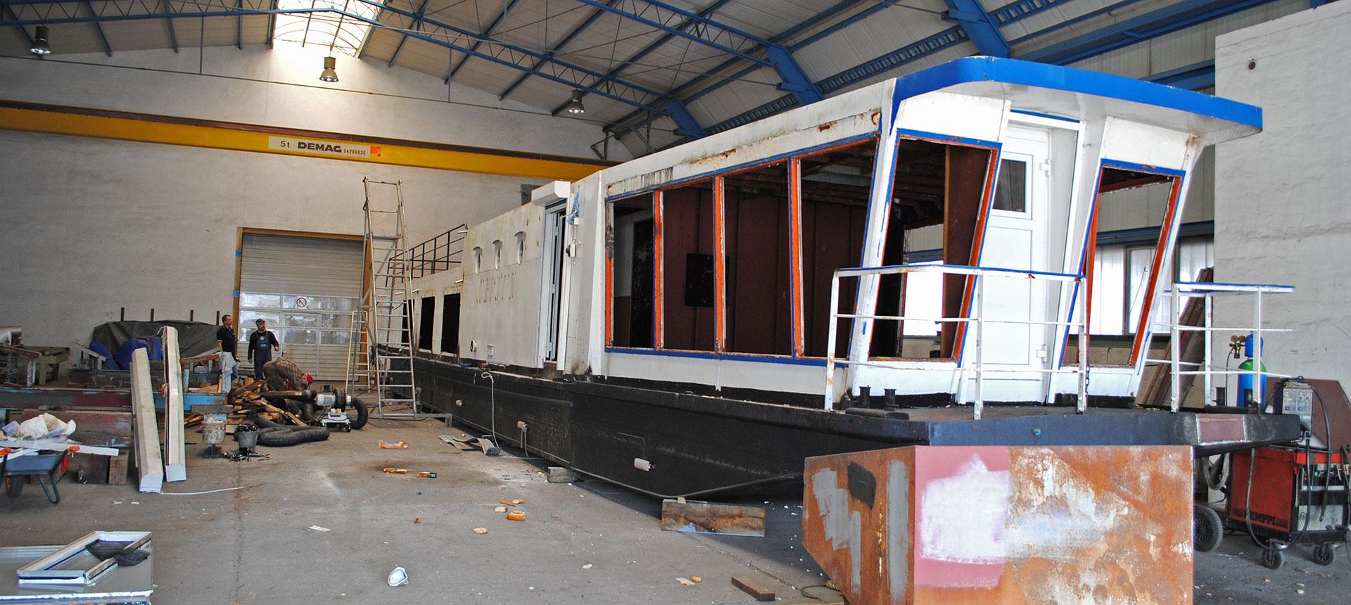 Unter Anleitung der Schiffswerft Barth erfolgten aufwändige Umbauten und die komplette Sanierung.